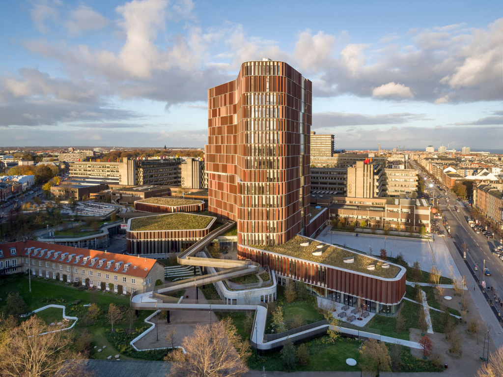 THE MAERSK TOWER IN 2017 WON THE COPENHAGEN MUNICIPAL AWARDS, THE COPPER IN ARCHITECTURE AWARD, THE WORLD ARCHITECTURE FESTIVAL (WAF) AWARD.